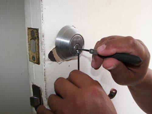 5 Reasons to Avoid a DIY Door Hardware Repair